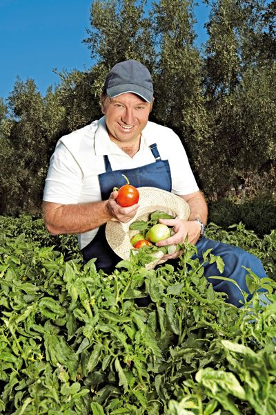 Άρθρο από τον Δημήτρη Αντωνόπουλο.     Φυτρώνουν σαν τα μανιτάρια οι φάρμες των εστιατορίων . Νόστιμοι και όμορφοι μπαχτσέδες  και μπο...