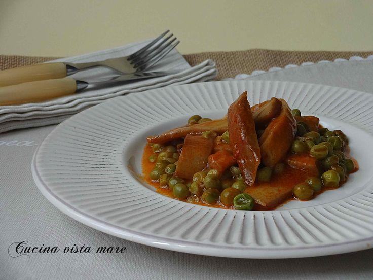 Lo spezzatino di seitan con piselli è l'alternativa vegana al classico spezzatino, la ricetta per rendere gustoso un piatto tanto diverso dall'originale!