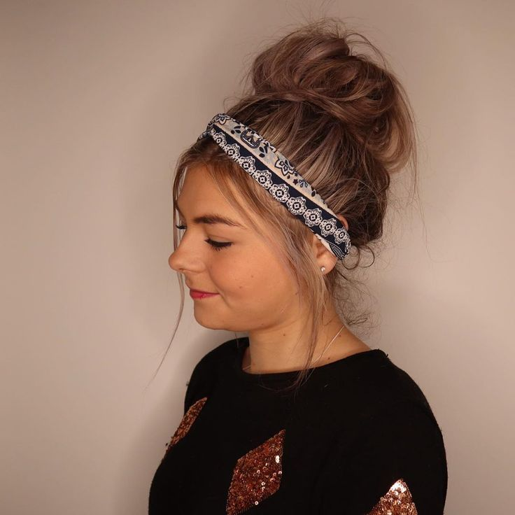 • MESSY BUN WITH OUR TWISTED KNOT HEADBANDS • That perfect winter hairstyle 💁🏼♀️ Have an special event coming up? We have you sorted....