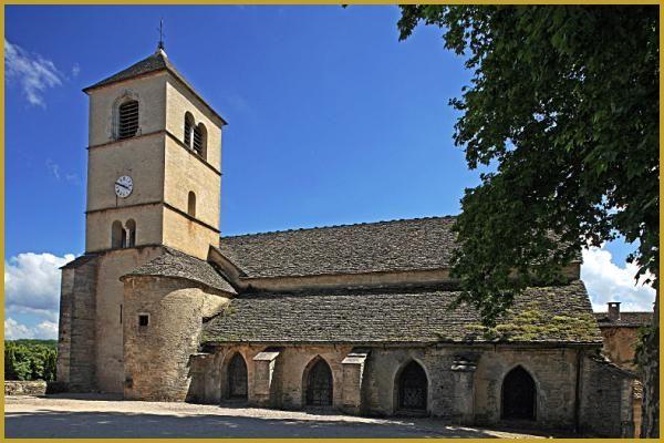 Eglise Saint-Pierre du XIIe siècle à Château-Chalon, situé à côté de l'ancienne abbaye fondée au VIIe siècle par les moniales bénédictines, édifice roman est classée