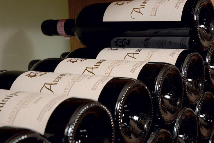 Bars und Weinkeller mit besondere Atmosphäre.....   http://www.colorhotel.it/bar-service-am-gardasee