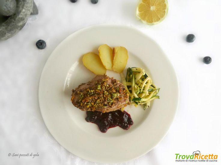 Filetto di vitello  in crosta di pistacchi e salsa ai mirtilli  #ricette #food #recipes