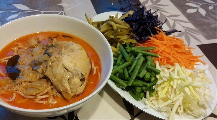 Recipe Spicy Thai curry noodle with chicken Recept Pittige Thaise noedel curry met kip  Kha Nhom Tjien Kaeng Kai ขนมจีนแกงไก่