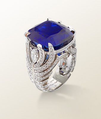 - Sapphire - Van Cleef & Arpels