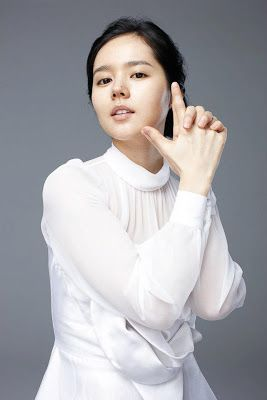 han ga in cute pose