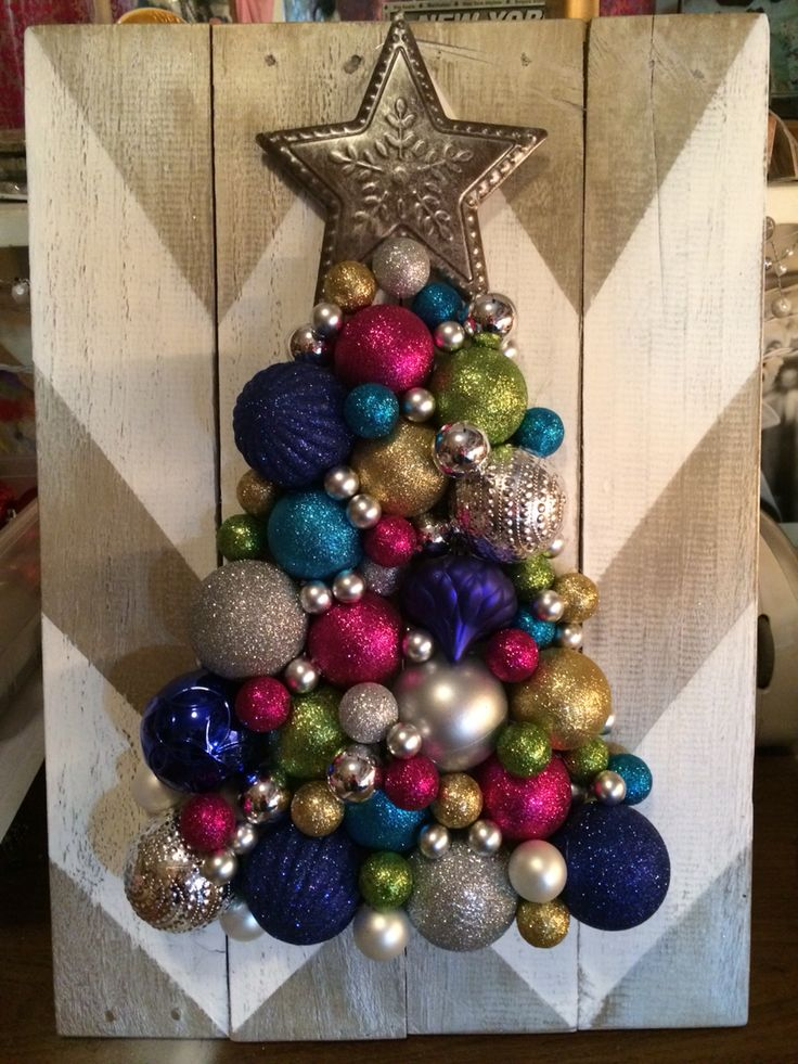 Christmas ornament tree on chevron pallet boards