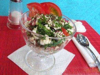 Салат из творога с овощами и зеленью – вкусное и полезное блюдо
