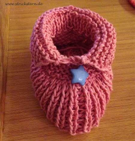 Jetzt wo es wieder kälter draussen wird kriege ich wieder richtig Lust zu stricken und verschiedene Babyschuh-Modelle auszuprobieren. Das erste sind rosa mit Sternchen geworden.Ich habe für das Strickmuster folgendes verwendet: Baumwollgarn in Rosa – das gibt es z.B. hier* Ein Nadelspiel in 2,5 Nadelstärke… Weiterlesen
