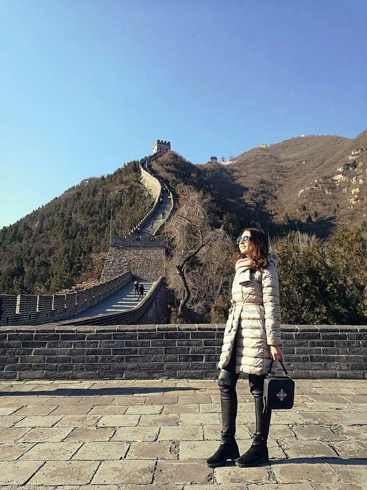 Magpie at the Great Chinese Wall #blackleatherbag #GreatChineseWall