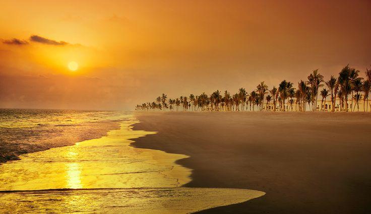 Happy Indepence Day #Oman. The #beautiful #Salalah's #Sunset.  Have a great #weekend everyone. #lightfunc #nature