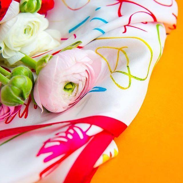 Silk-scarf-calligraphy-accessories-fashion-flowers-каллиграфия-цветы-платок-аксессуар