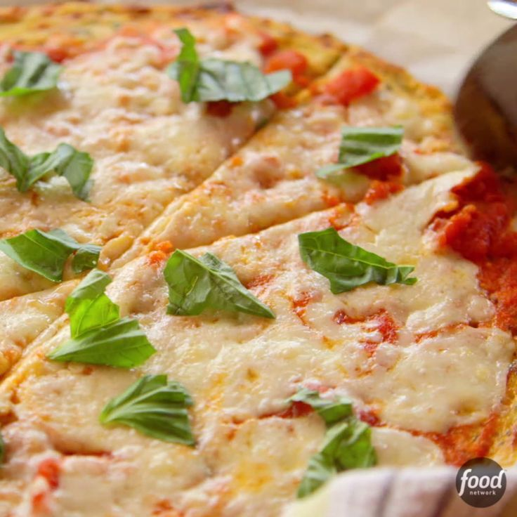 Recipe of the Day: Ree's Cauliflower Crust Pizza Ree's golden-brown cauliflower crust will have you wondering why you didn't hop on the low-carb bus sooner. To ensure you make the best veggie-filled crust, follow her lead: Be sure to get all the moisture out of the cauliflower before forming the dough, then spread the dough into a thin round.