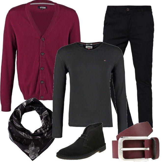 Capi semplici per la proposta dedicata all'uomo che lavora in ufficio. Un paio di pantaloni neri vengono abbinati con una maglia a manica lunga dello stesso colore, da indossare con un cardigan bordeaux. Le scarpe sono delle stringate nere e completano il tutto una cintura nei toni del rosso bordeaux e un foulard.