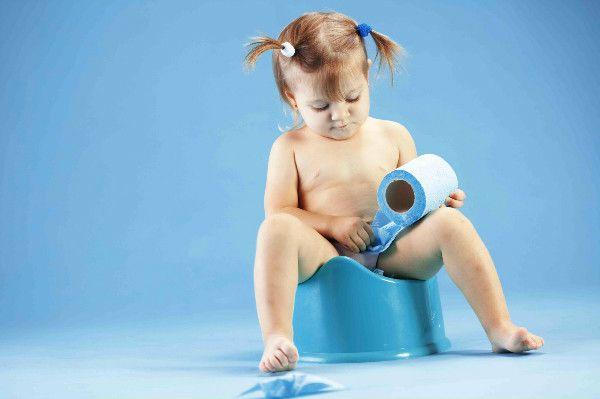 Приучение ребенка к горшку http://sovjen.ru/priuchenie-rebenka-k-gorshku  Оптимальный возраст ребенка для приучения к горшку — 1,5-2 года. Дети младшего возраста не могут самостоятельно контролировать наполнение мочевого пузыря и кишечника, поэтому рассказы других матерей о том, что им удалось приучить к горшку малыша до года, вряд ли стоит воспринимать всерьез. Такие родители стараются чувствовать по времени потребности ребенка, усаживают его на горшок и ...