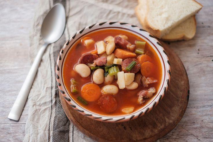 Egy finom Magyaros bableves ebédre vagy vacsorára? Magyaros bableves Receptek a Mindmegette.hu Recept gyűjteményében!