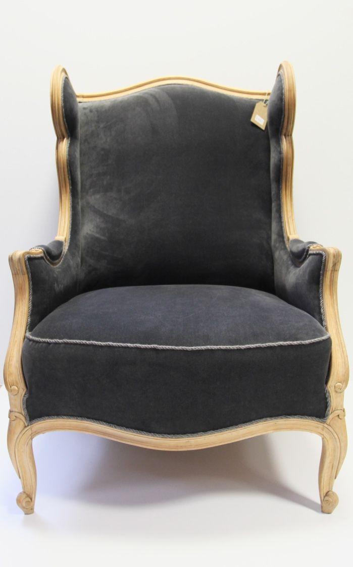 Fotel po renowacji, oczyszczone drewno i piękny aksamit, wykończone sznurkiem tapicerskim w kolorze szarości. Cena: 3700 zł