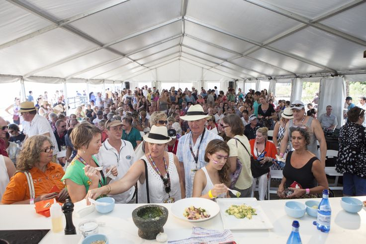 Taste Festival. Fill yourself with good food and wine. Port Douglas.