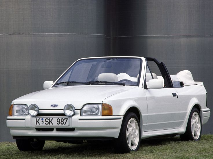 #Ford Escort XR3I cabriolet loaned whilst classic being repaired!