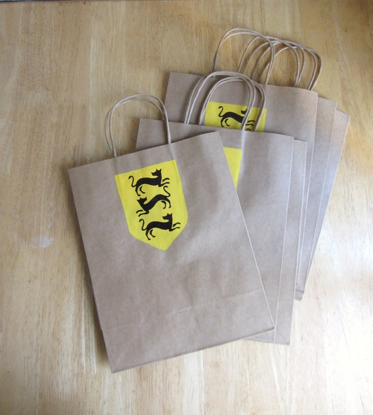 Love these Game of Thrones doggie bags for a premiere party. So cute!