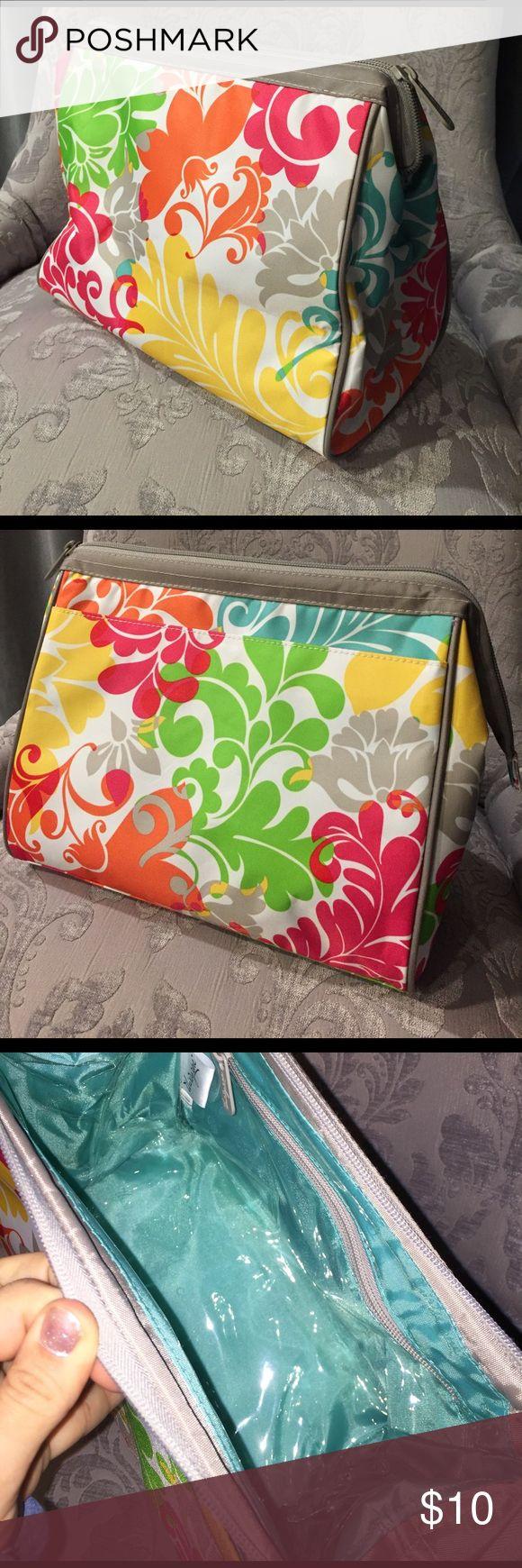 Selling this Thirty One Make Up Bag on Poshmark! My username is: alisonsue1. #shopmycloset #poshmark #fashion #shopping #style #forsale #Thirty One #Handbags