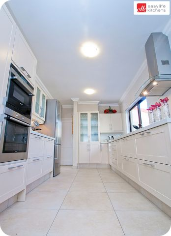 Long kitchen - probably similar to our available shape