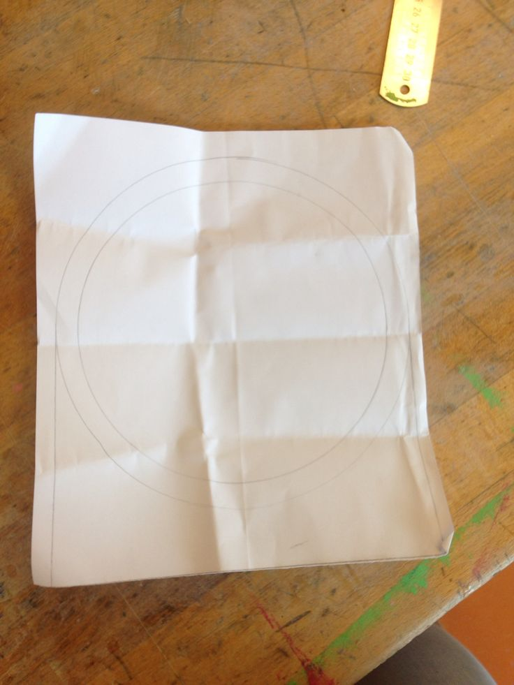 Dit was mijn andere ontwerp, en in die cirkel in het midden hoort eigenlijk nog een wereld bol, dit ontwerp heb ik wel uitgewerkt , omdat het simpeler was