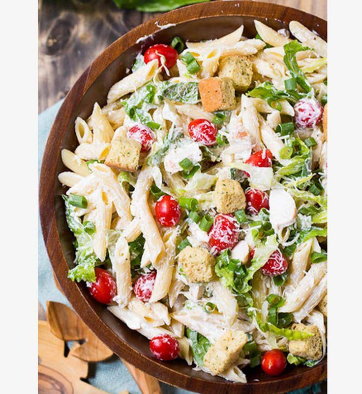 Salade d'été : Pâtes et poulet sauce césar