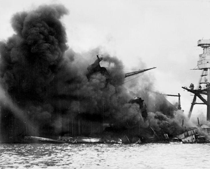 #pearl_harbor #battleship #arizona The USS Arizona (BB-39) burning after the Japanese attack on Pearl Harbor, 7 December 1941 Линкор «Аризона» горит после взрыва, вызванного попаданием японской бомбы. 7 декабря 1941 года  http://wiki.wargaming.net/ru/ВМС_США