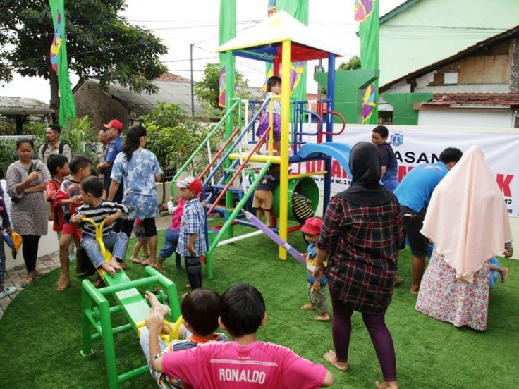Anak-anak tampak bahagia dapat beraktifitas di arena bermain RPTRA Puspita
