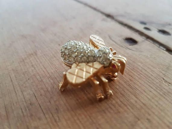 Check out this item in my Etsy shop https://www.etsy.com/au/listing/546382065/vintage-ciner-bee-brooch-gold-tone-with
