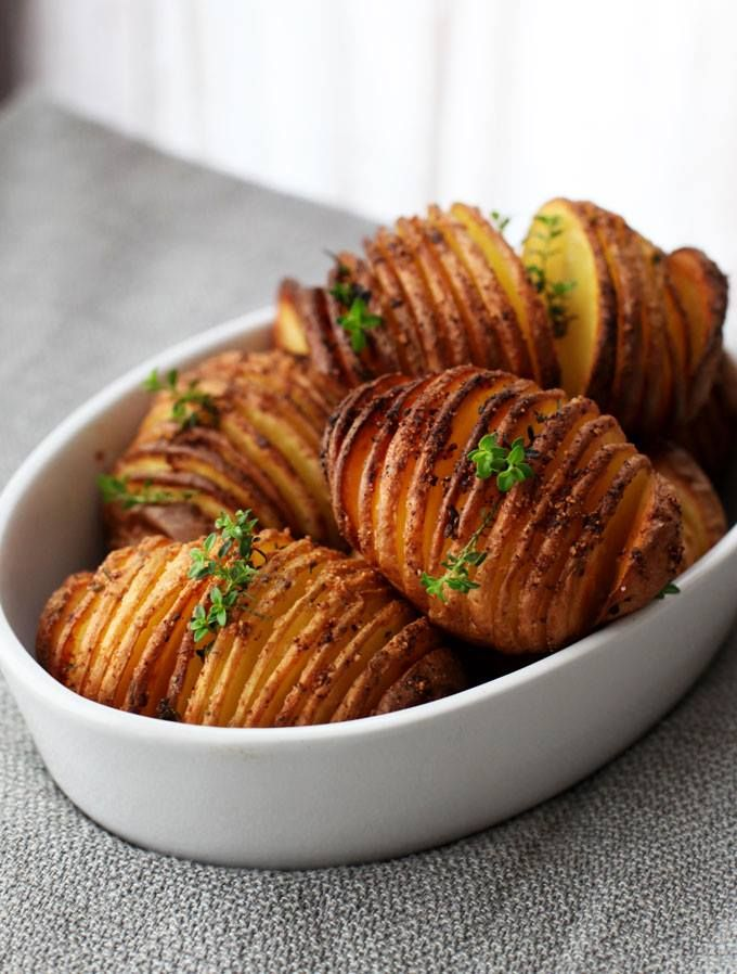 """The origin story of """"Hasselback Potatoes,"""" a classic side dish often found at Swedish dinner parties, goes back to 1953 and the restaurant Hasselbacken in Stockholm where it was first served. And not only is this dish pretty - it's delicious too! Recipe here: owl.li/PXxet Photo: PBS Parents #FunFactSweden"""