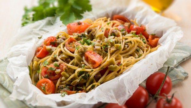 Spaghetti allo scoglio al cartoccio http://www.stilefemminile.it/spaghetti-allo-scoglio-al-cartoccio/