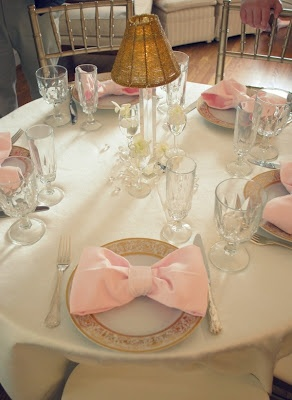 Love the napkins tied as bows!Bows Napkins, Tables Sets, Bows Ties, Bow Ties, Pink Bows, Places Sets, Teas Parties, Bridal Showers, Baby Shower