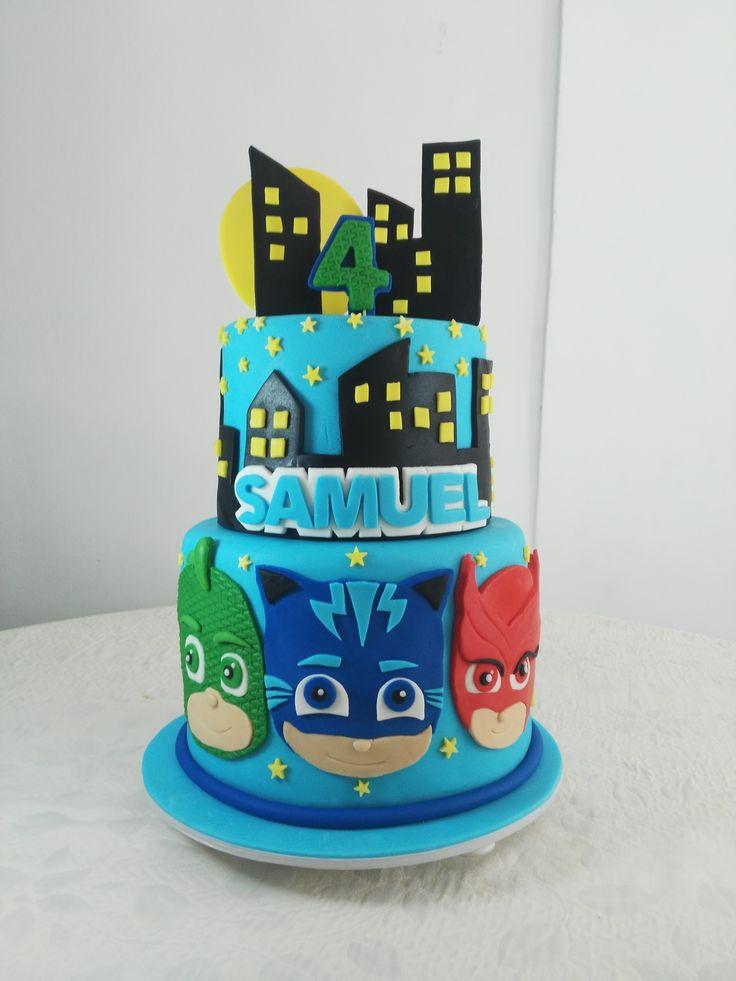 Torta personalizada de Heroes en Pijama,  en fondant By: Mia reposteria cali