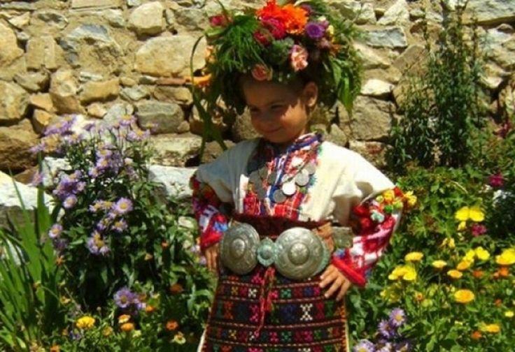 Празнуваме един от най-светлите християнски празници! Черпят всички с красиви имена на цветя - https://novinite.eu/praznuvame-edin-ot-naj-svetlite-hristiyanski-praznitsi-cherpyat-vsichki-s-krasivi-imena-na-tsvetya/