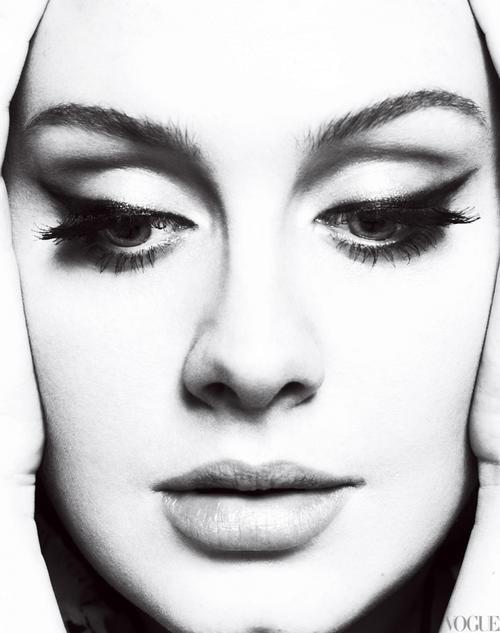Adele - Skyfall Theme Song http://www.clipfish.de/musikvideos/video/3858783/adele-skyfall-james-bond-titelsong/