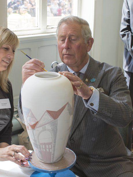Oft stellt Prinz Charles sein Talent als Maler unt...                                                                                                                                                     Mehr