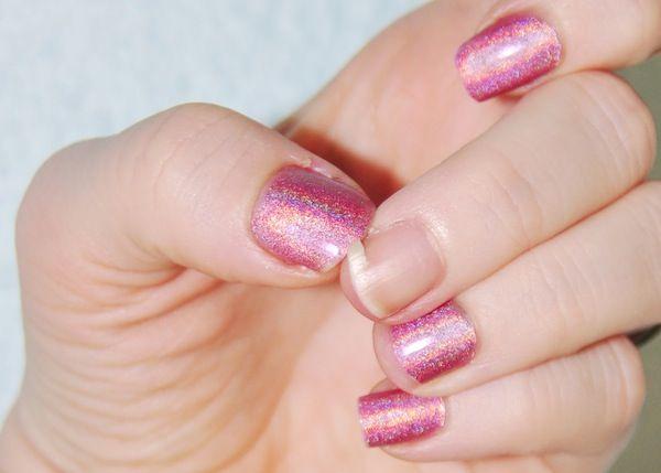 Suas #unhas #quebram #constantemente? Saiba o que #comer para deixá-las #fortes.  Veja o que comer: http://bit.ly/1uqit8l  Facebook: http://on.fb.me/1otglf5  Envie fotos de suas unhas decoradas para o Whatsapp Manicure & Pedicure: +55 11 96926-8261  #nails #broken #manicure #pedicure
