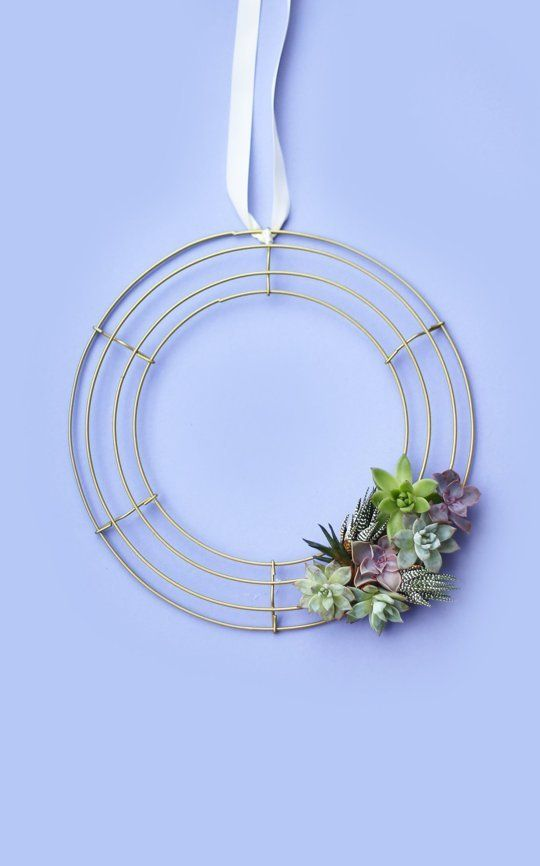 There's more than one season for showing off a homemade wreath. No jingle bells or evergreens here — just three totally modern ways to deck your warm-weather halls with something pretty and made from scratch. Whether you craft one for your own space or create one for a gift, you'll love how these DIY creations spruce up the home for spring.