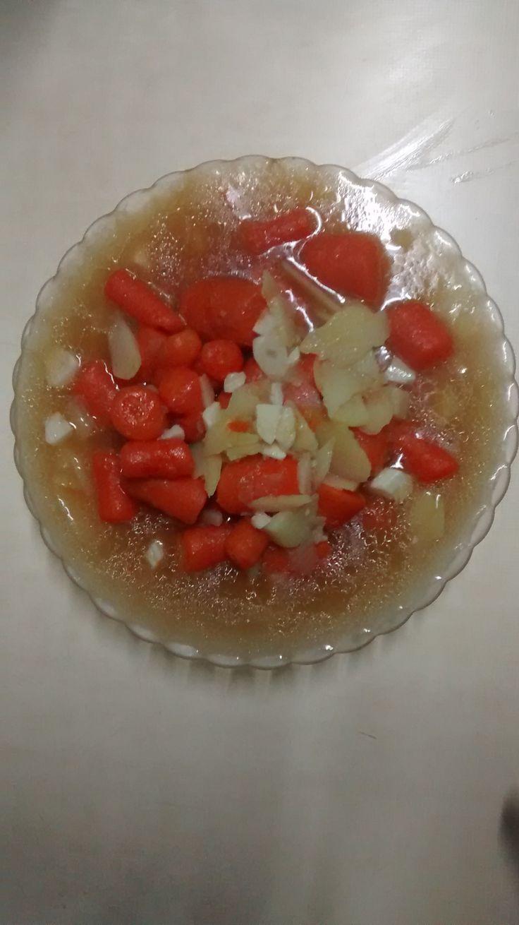 Cocido de patata, zanahoria, y ajo, aderezado con caldo de carne y aceite de girasol