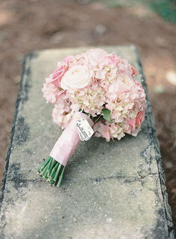 pink hydrangea wedding bouquet. Beautiful! But I would want this in peach not pink.