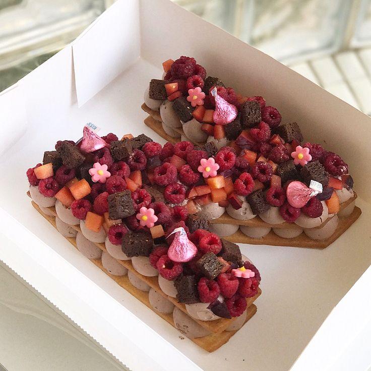 """393 Me gusta, 30 comentarios - Adi Klinghofer (@adikosh123) en Instagram: """"מזל טוב אהובה @nofoded ❤️ #gargeran #birthdaycale #raspberry #chocolate #brownies #cookies"""""""