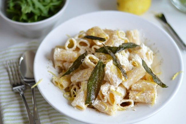 De variatiemogelijkheden met pasta zijn eindeloos! Met vlees, vegetarisch, dikke saus, dunne saus.. alles kan! Dit zijn 6x favoriete recepten met pasta.