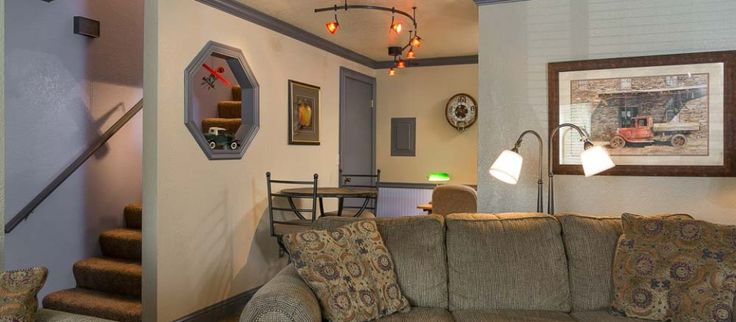 The Bond Hotel and Extended Stay offering rooms in weekly Rates with attached kitchens and all facilities in Boise, Idaho.
