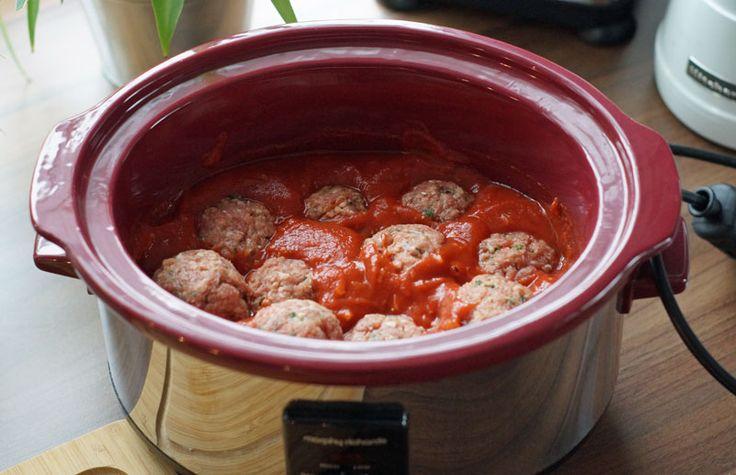 Mozzarella-Hackbällchen in Tomatensoße