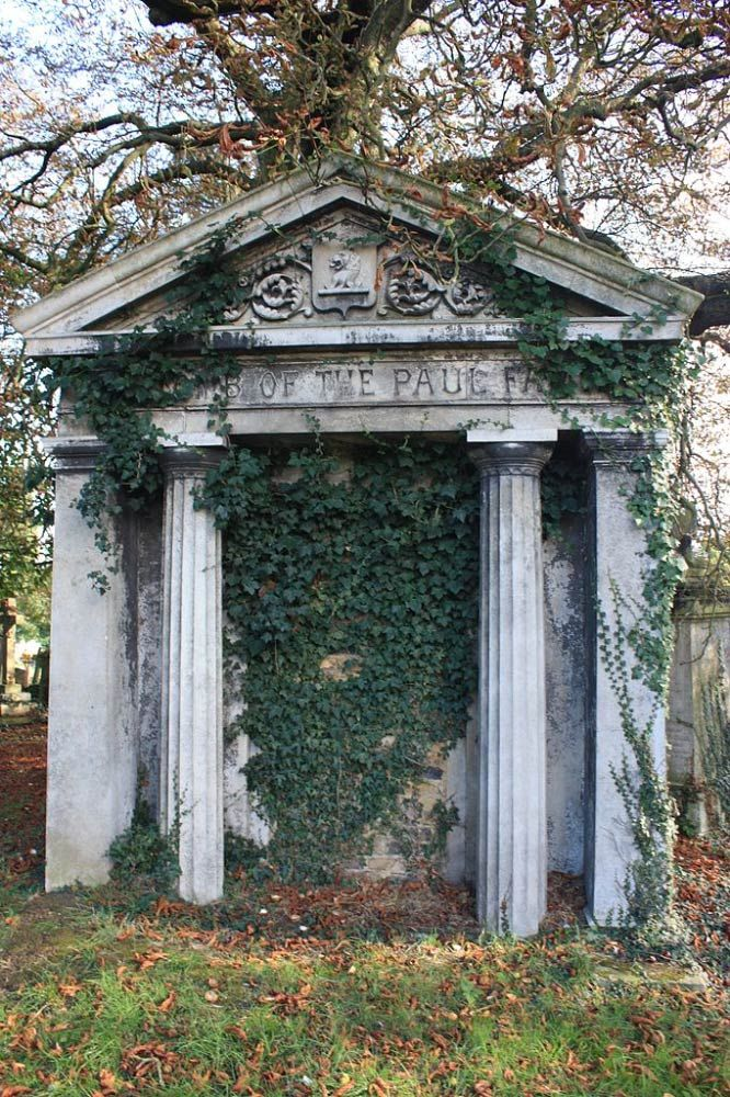 A typical mausoleum, Kensal Green Cemetery | © Stephencdickson/WikiCommons