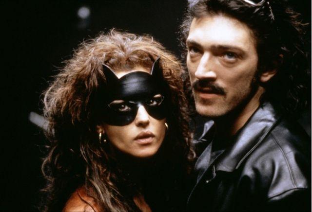 Monica Bellucci con Vincent Cassel nel film Dobermann (1997).