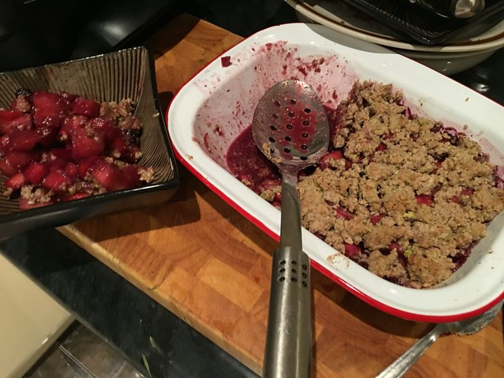 Pete Evans paleo Apple and berry crumble.