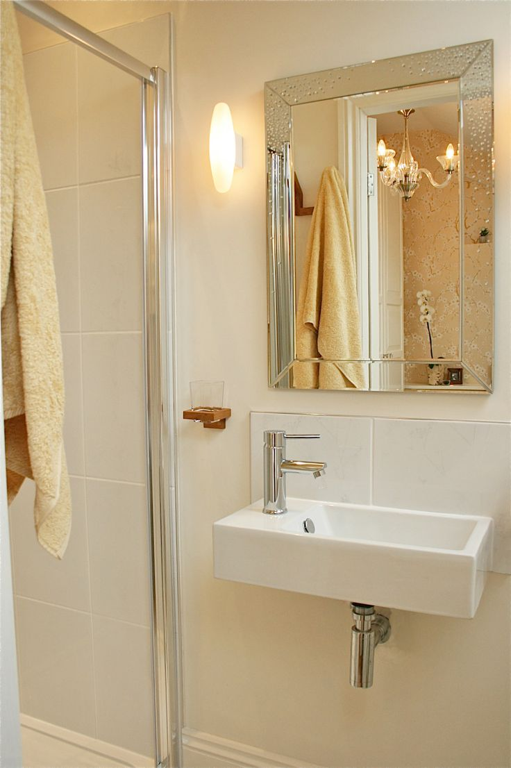 1000 images about cloakroom ideas for small spaces on for Rental apartment bathroom ideas