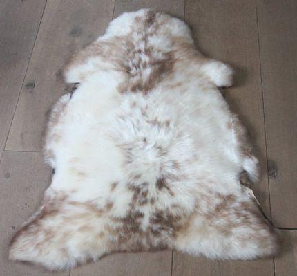 Sheepskin rug by schapenvel.nl